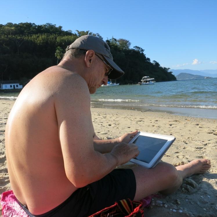 Playa en Paraty, haciendo esta crónica