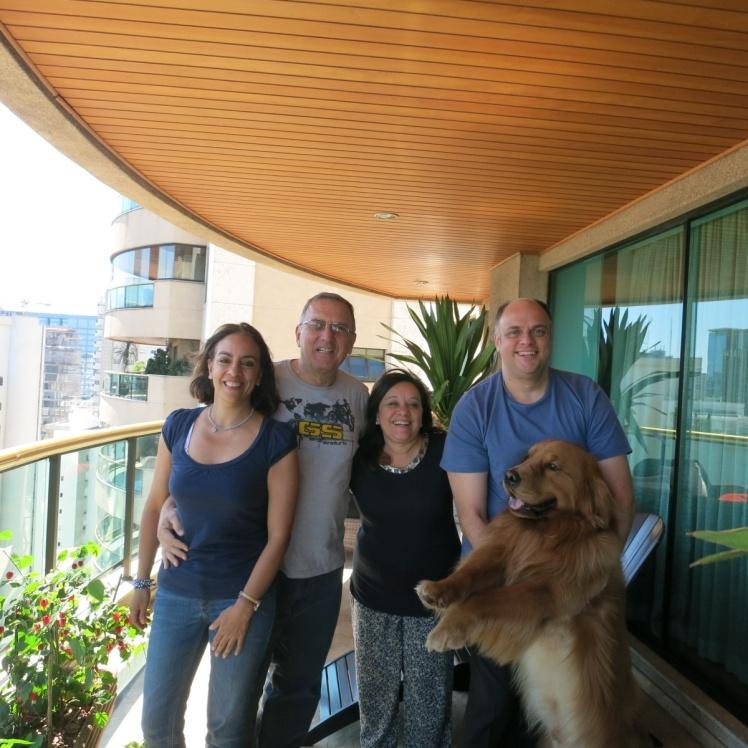 Con Teresinha y Andre en la terraza de su apartamento