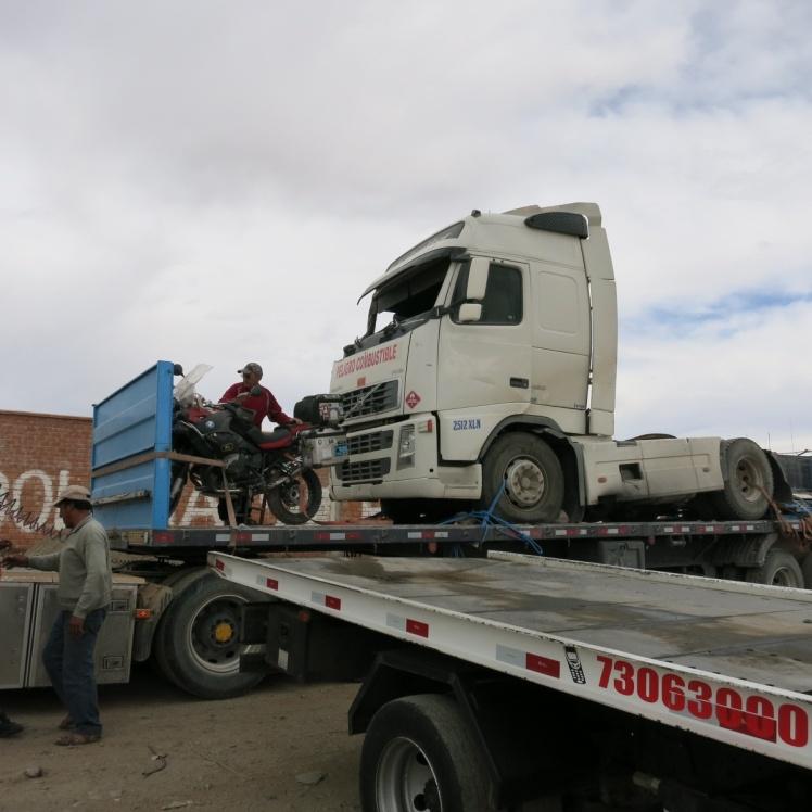 Camion Camabaja con el otro accidentado