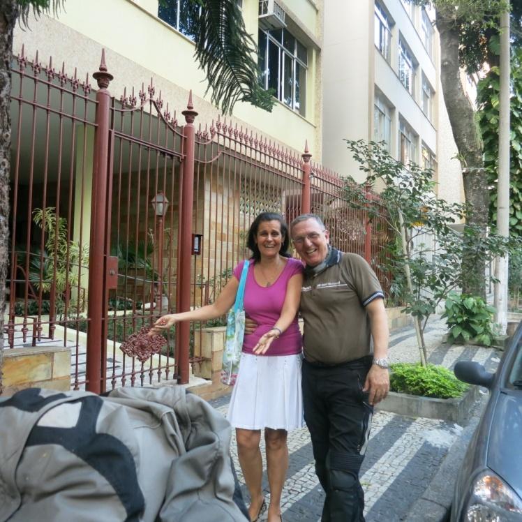 Llegando al apartamento de mi amiga Monica