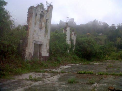 Casas que se resisten a caer