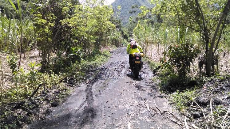 Camino a la Cascada de Angulo