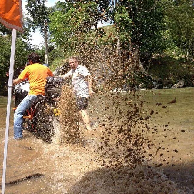 KTM en el Rio Corcorná