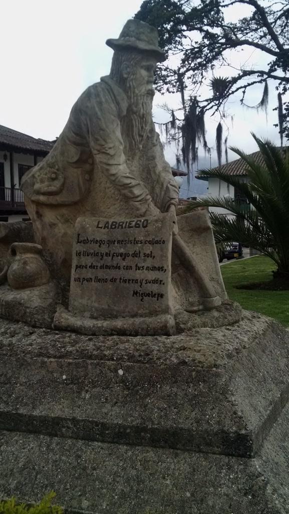 Labrador en la Plaza de Ramiriquí