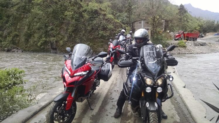 Cruzando el Río Gachetá