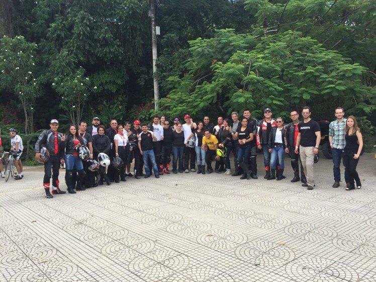 """Grupo """"casi"""" completo en El Gallineral - Foto de DSR"""