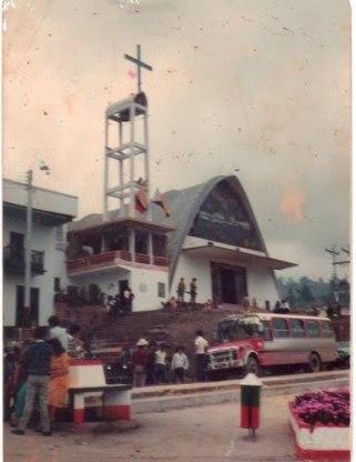 Iglesia con sus vitrales